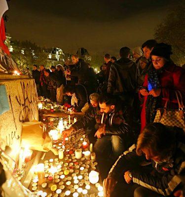 Homenaje a las víctimas de los atentados terroristas de París. / BERNARDO PÉREZ